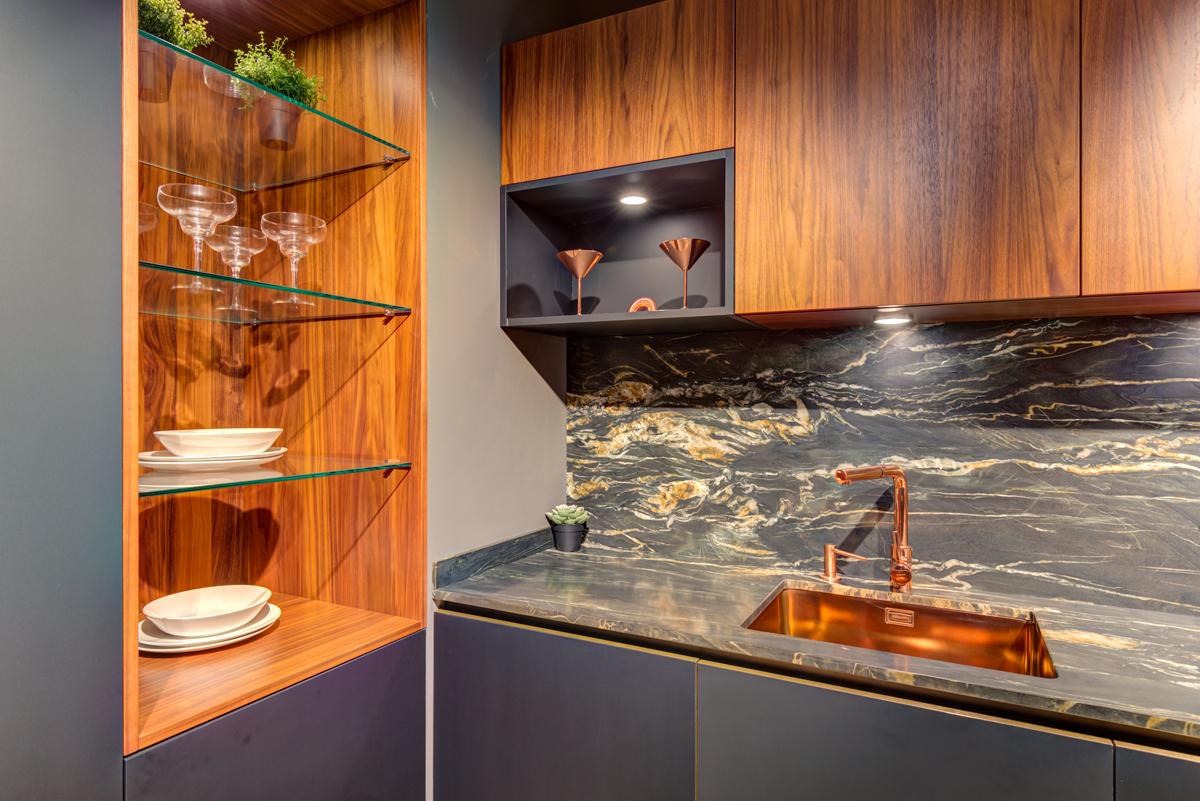 mueble de cocina color roble con nudos